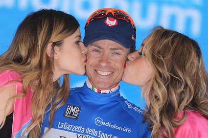 Cunego on blue 10 stage.jpg